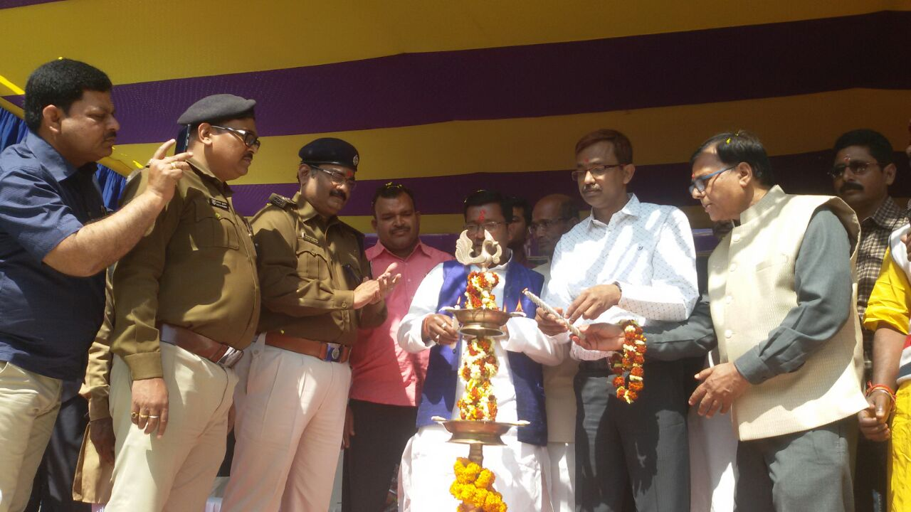 Along with the Members of Singheshwar Temple Trust Dr.Bhupendra Narayan Yadav Madhepuri , DM Md.Sohail  (IAS) , SP Vikas Kumar (IPS) , ASP Rajesh Kumar, SDM Sanjay Kumar Nirala & others- Prof. Ramesh Rishideo, MLA inaugurating Singheshwar Mela on the occasion of Mahashivratri in the month of Feb, 2017 .