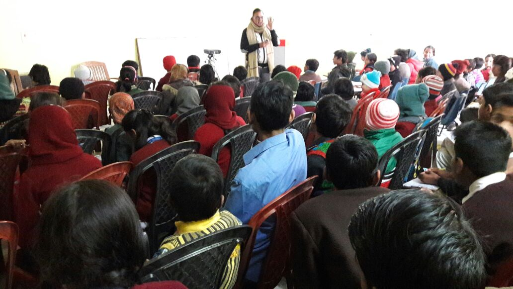 Educationist Dr.BN Yadav Madhepuri encouraging the kids and students of different Govt. & Private Schools Participating in the Final Spelling Bee Hindi Championship - 2016 at the campus of Samidha Group , Madhepura .