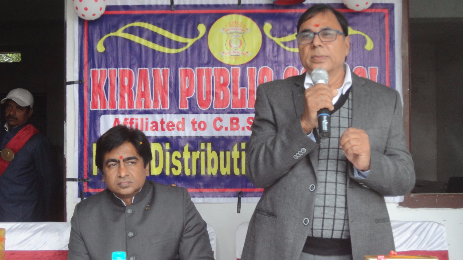 Chief Guest Dr.Madhepuri encouraging the students at Kiran Public School Campus in presence of DDC Mithilesh Kumar , MD Kiran Prakash and Director Aman Prakash on the eve of Prize Distribution Ceremony , Madhepura .