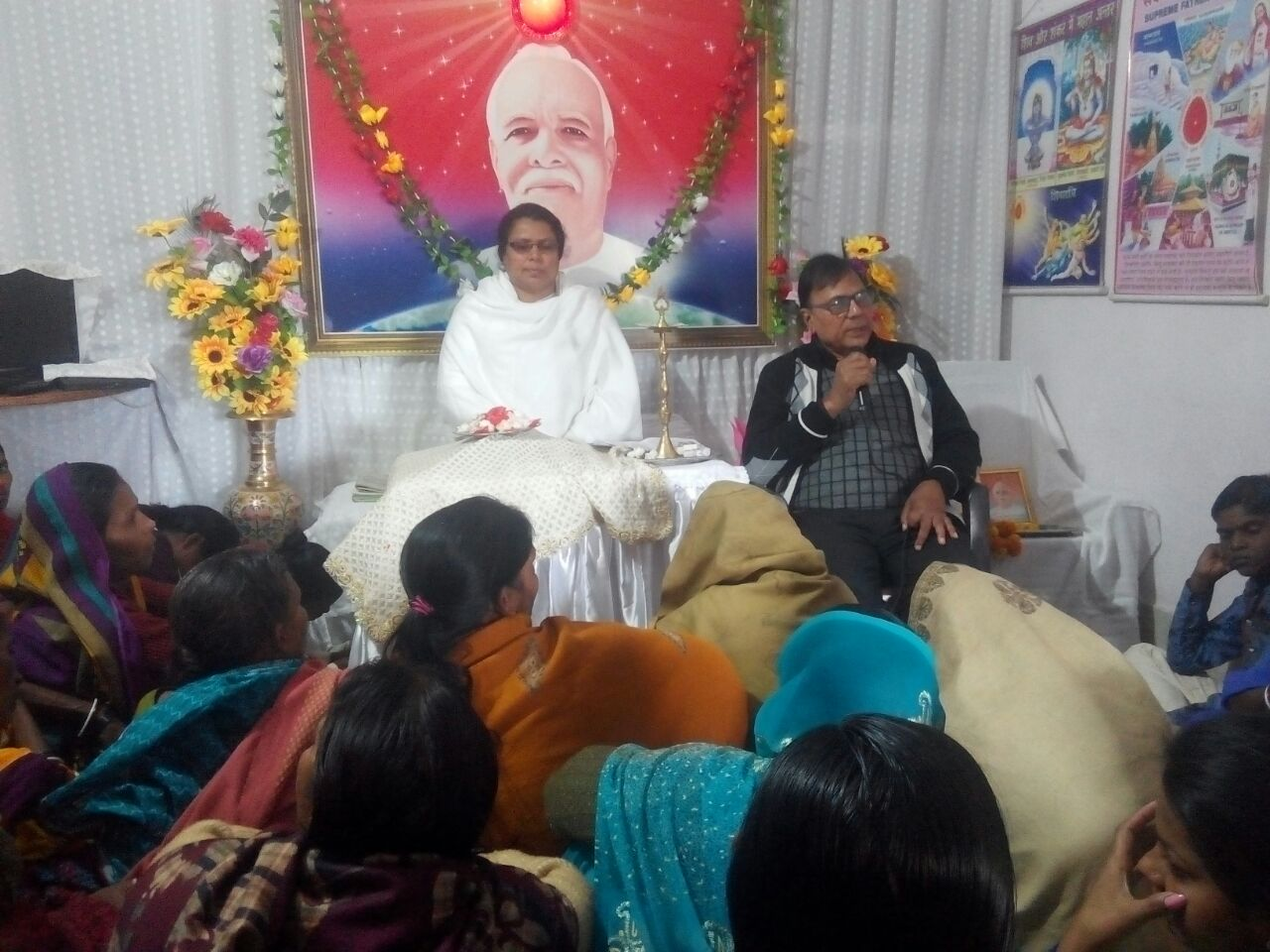 Dr.Madhepuri addressing the devotees after  inaugurating the function at Prajapita Brahma Kumari Madhepura .