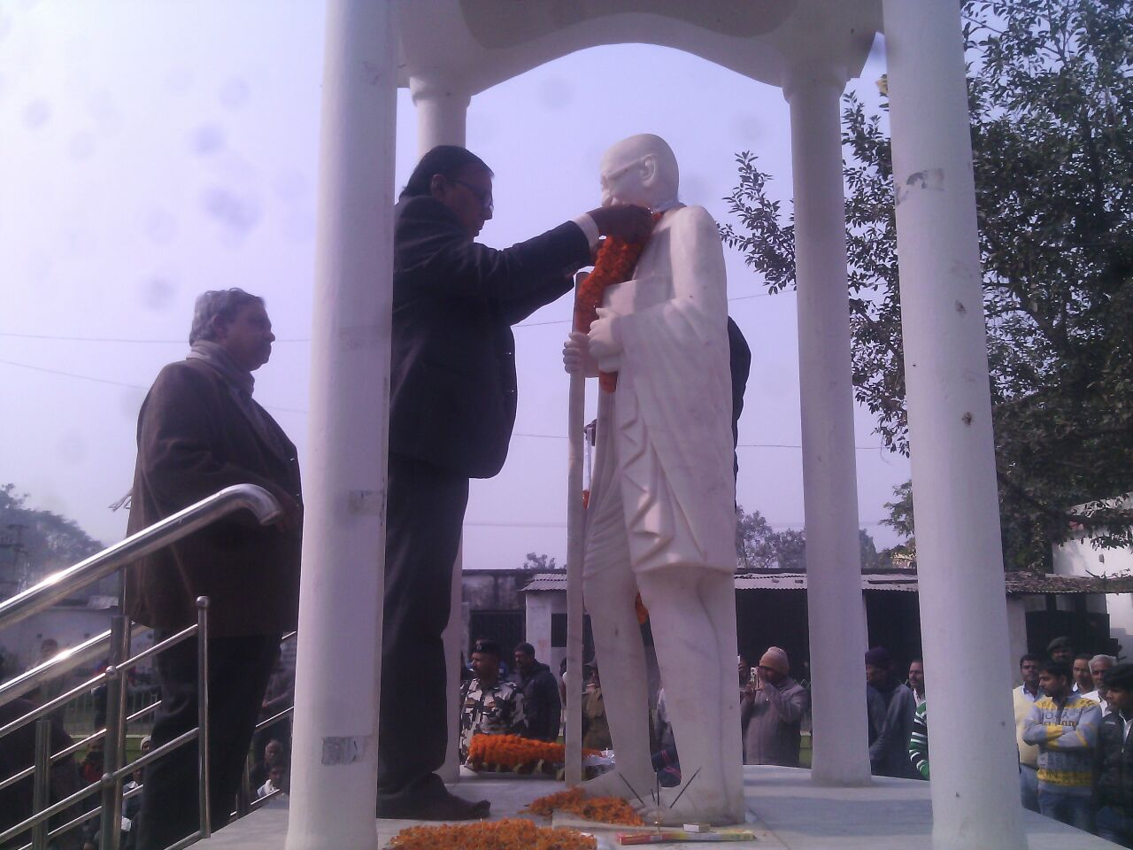 Samajsevi Dr.Bhupendra Madhepuri garlanding the Milky Marble statue of Mahatma Gandhi in the Collectorate Campus on the auspicious occasion of Bapu's Shahadat Diwas , 30th Jan 2017 at Madhepura .