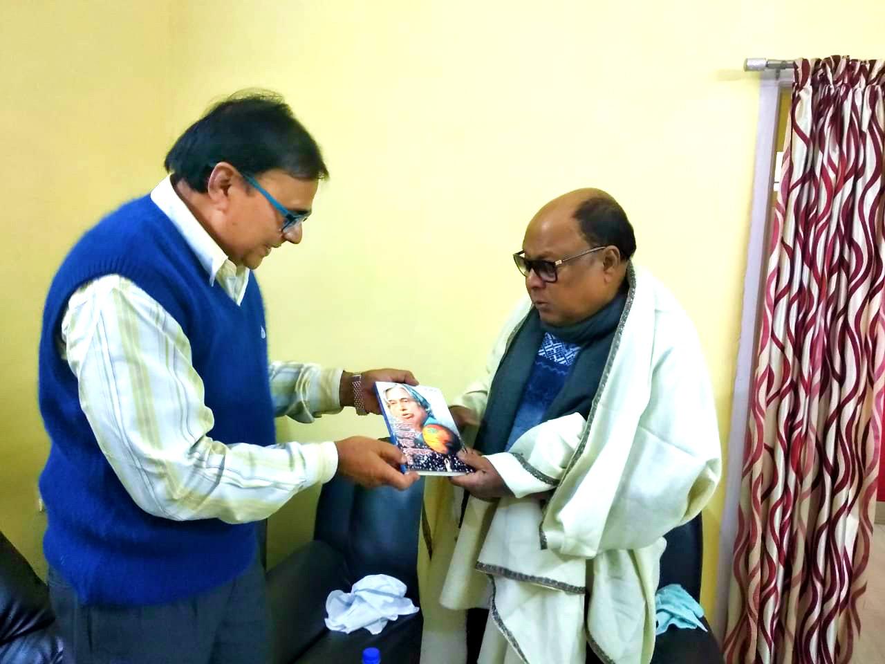 Samajsevi-Sahityakar Dr.Bhupendra Madhepuri having great time with famous playback singer Md.Aziz , presenting his book Chhota Lakshya Ek Apradh Hai.