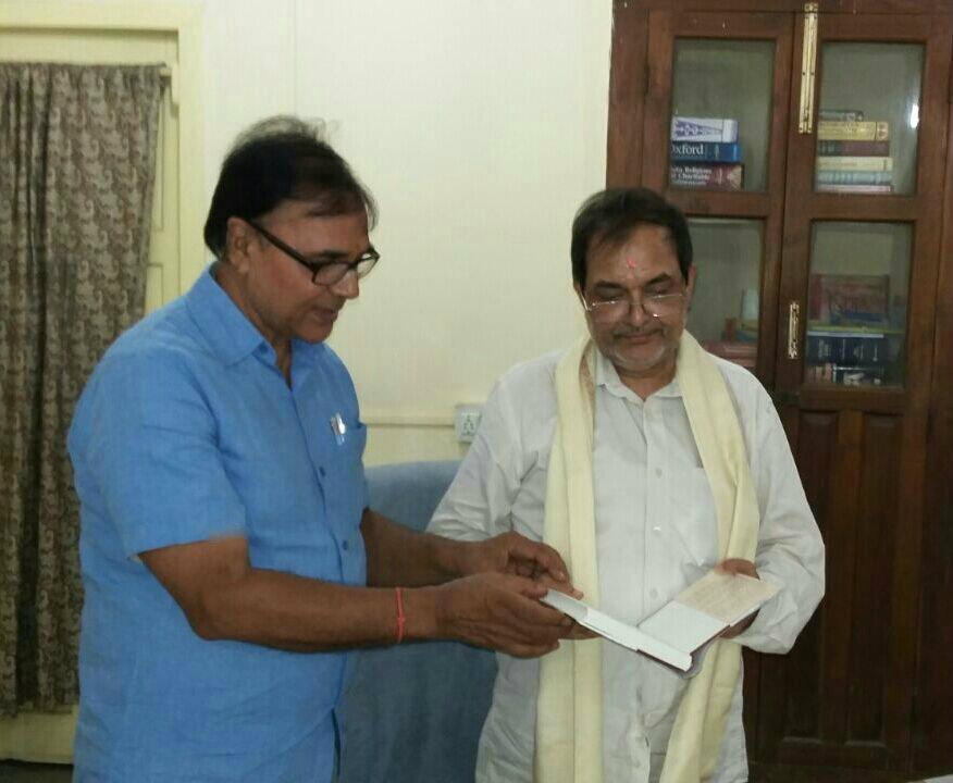 Dr.Madhepuri with Shri Kunal Kishor .