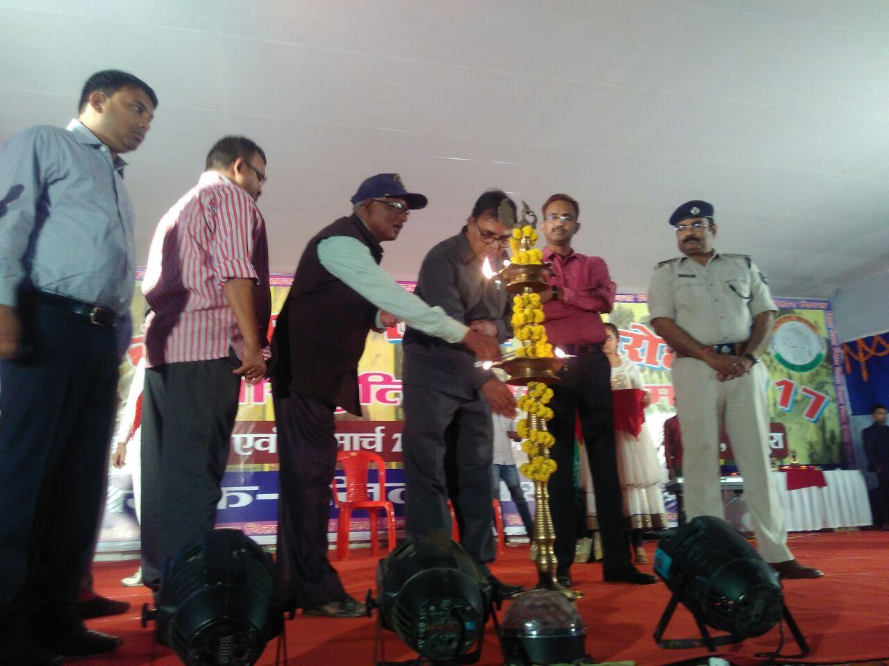 On the auspicious occasion of Bihar-Diwas  Samajsevi Dr.Bhupendra Madhepuri lighting the inaugural lamp in the graceful presence of DM Md.Sohail  (IAS), SP Vikas Kumar  (IPS), SDM Sanjay Kumar Nirala and the people of Madhepura at BN Mandal Stadium.
