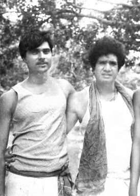 Dr.Bhupendra Madhepuri with actor Mohan Choti during Director Navendu Ghosh's Maila Anchal based movie shoot at Forbisganj in 1970s .