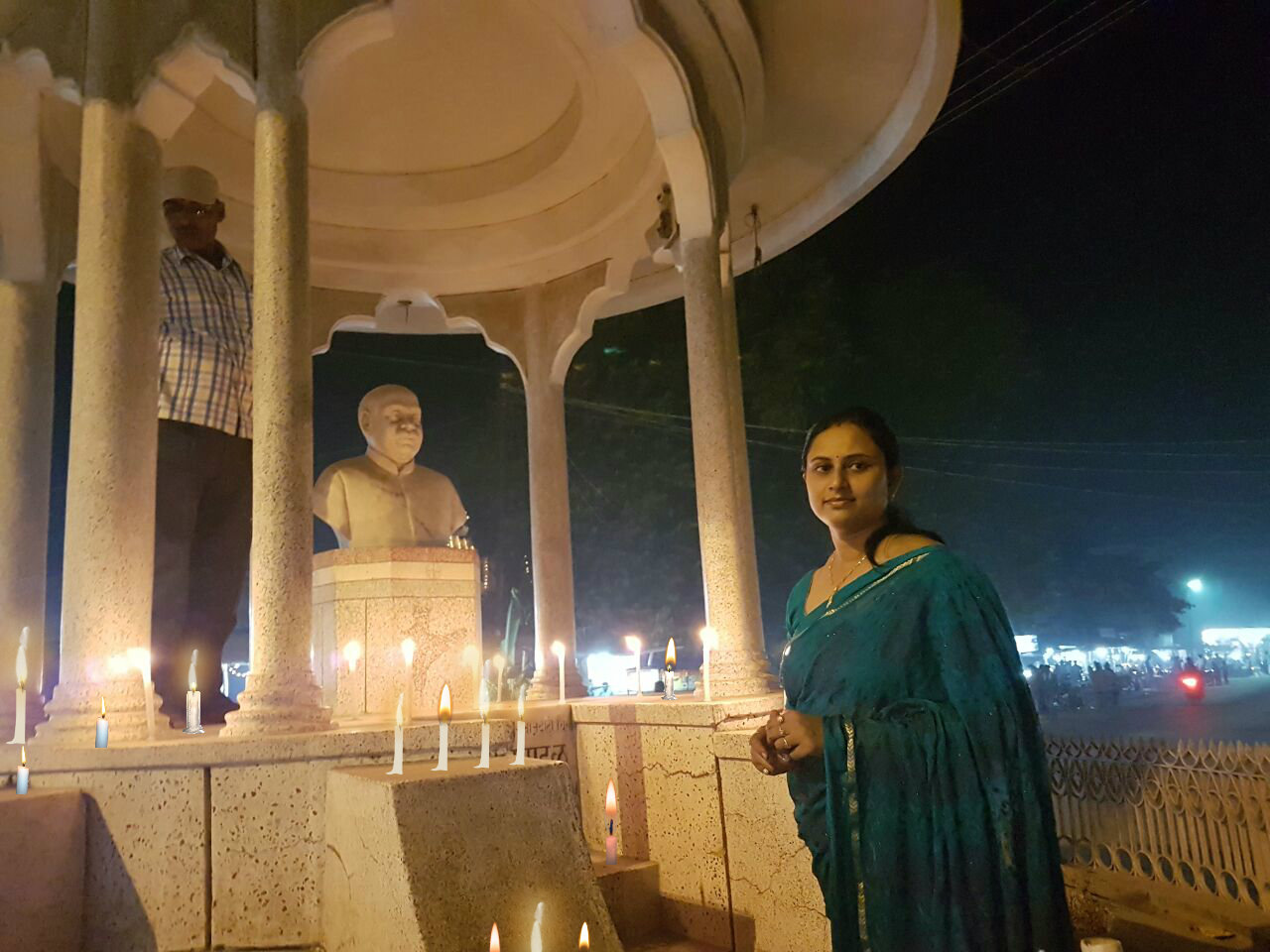 Dr.Madhepuri's Daughter, Dr.Rashmi Bharti (Gynecologist) lighting candles in memory of Udi Martyrs on the eve of Diwali at Madhepura, Bhupendra Narayan Mandal Chowk.