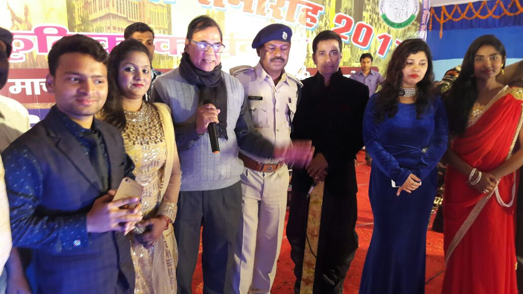Dr.Bhupendra Madhepuri  congratulating the emerging singer Priya Raj & team members along with SHO Manish Kumar and others at BN Mandal Stadium, Madhepura .
