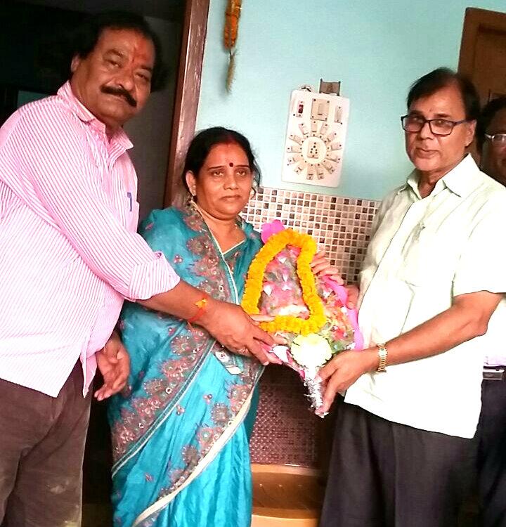 Dr.Madhepuri greeting Smt.Manju Devi & Shri Prakash Narayan for grand victory in Zila Parishad.
