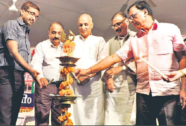 Literary Man Dr.Bhupendra Madhepuri inaugurating 35th Zila Sthapna Diwas function along with District Judge Shri Mithilesh Kumar Dwivedi, Minister Prof.Chandrashekhar, DM Md.Sohail(IAS), MLC Shri Vijay Kumar Verma at BN Mandal Stadium, Madhepura.
