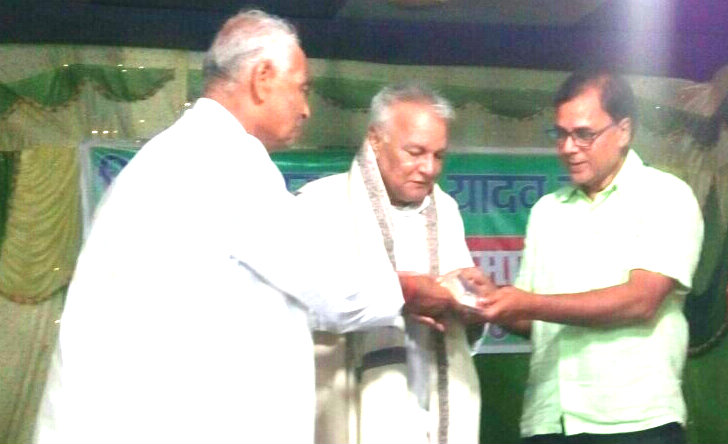 Founder V.C. Dr.R.K.Yadav Ravi being honoured by  Dr.Madhepuri & Dr.K.K.Madal in an event at Madhepura.