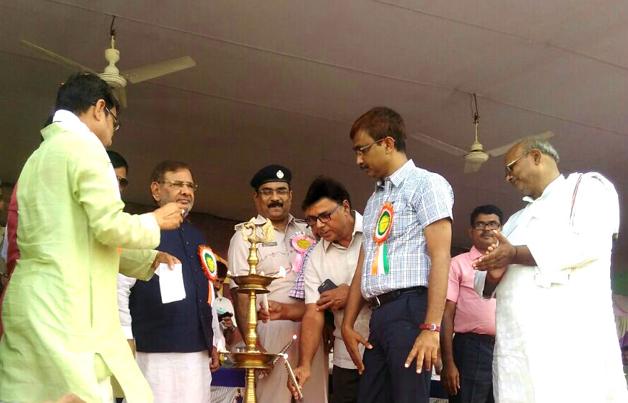 Samajsevi Dr.Bhupendra Madhepuri along with MP Sharad Yadav , DM Md.Sohail , SP Vikash Kumar  and others inaugurating State Level Kabaddi Championship at BN Mandal Stadium Madhepura.