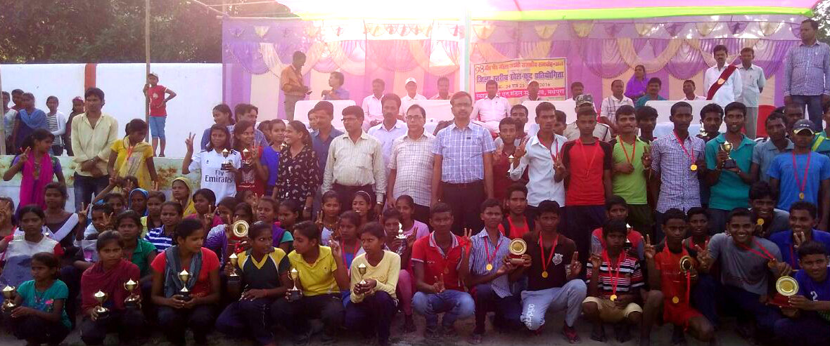 Samajsevi Dr.Bhupendra Madhepuri along with Md.Sohail (IAS) distributing prizes at BN Mandal Stadium Madhepura on the occasion of BP Mandal Jayanti Samaroh.
