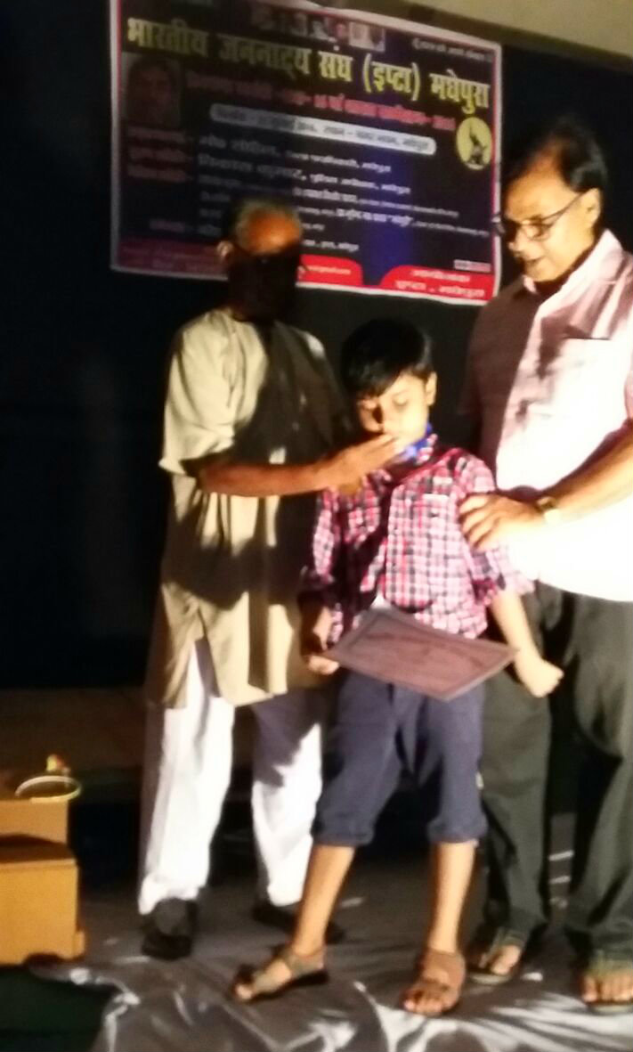 Educationist Dr.Bhupendra Madhepuri's Grandson Aditya from Kidzee Madhepura receiving Medal & Certificate on the auspicious occasion of Munsi Premchand Jayanti at BP Mandal Town Hall, Shahid Chulhay Marg Madhepura.