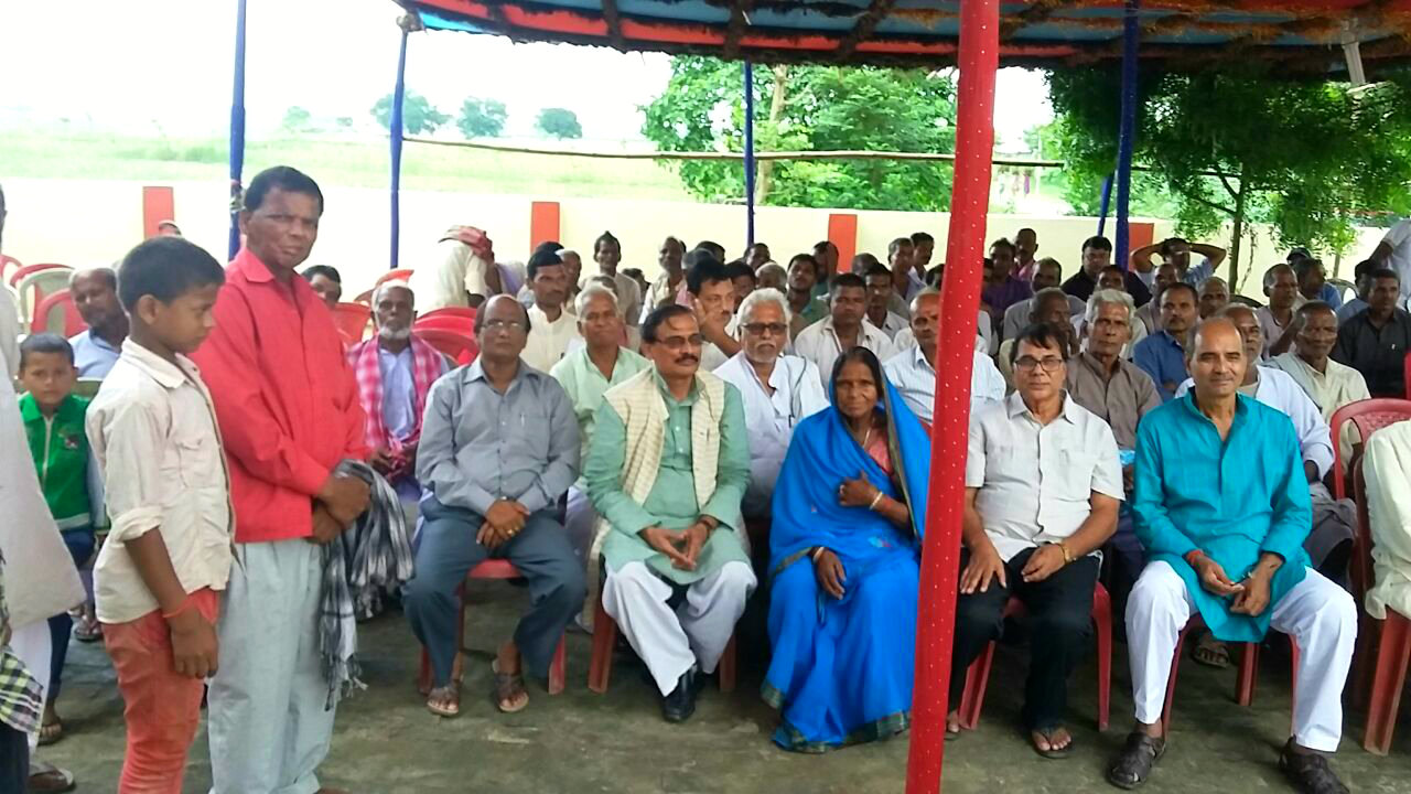 Samajsevi Dr.Bhupendra Narayan Madhepuri along with Panchayat Samiti Member Smt. Maango Devi, Member of Lagislative Council Shri. Vijay Kumar Verma & other gentlemen attending the ceremonial function of Sai Pratima Sthapana and Laxmivati Library Inauguration at Tengraha Village of Madhepura District.