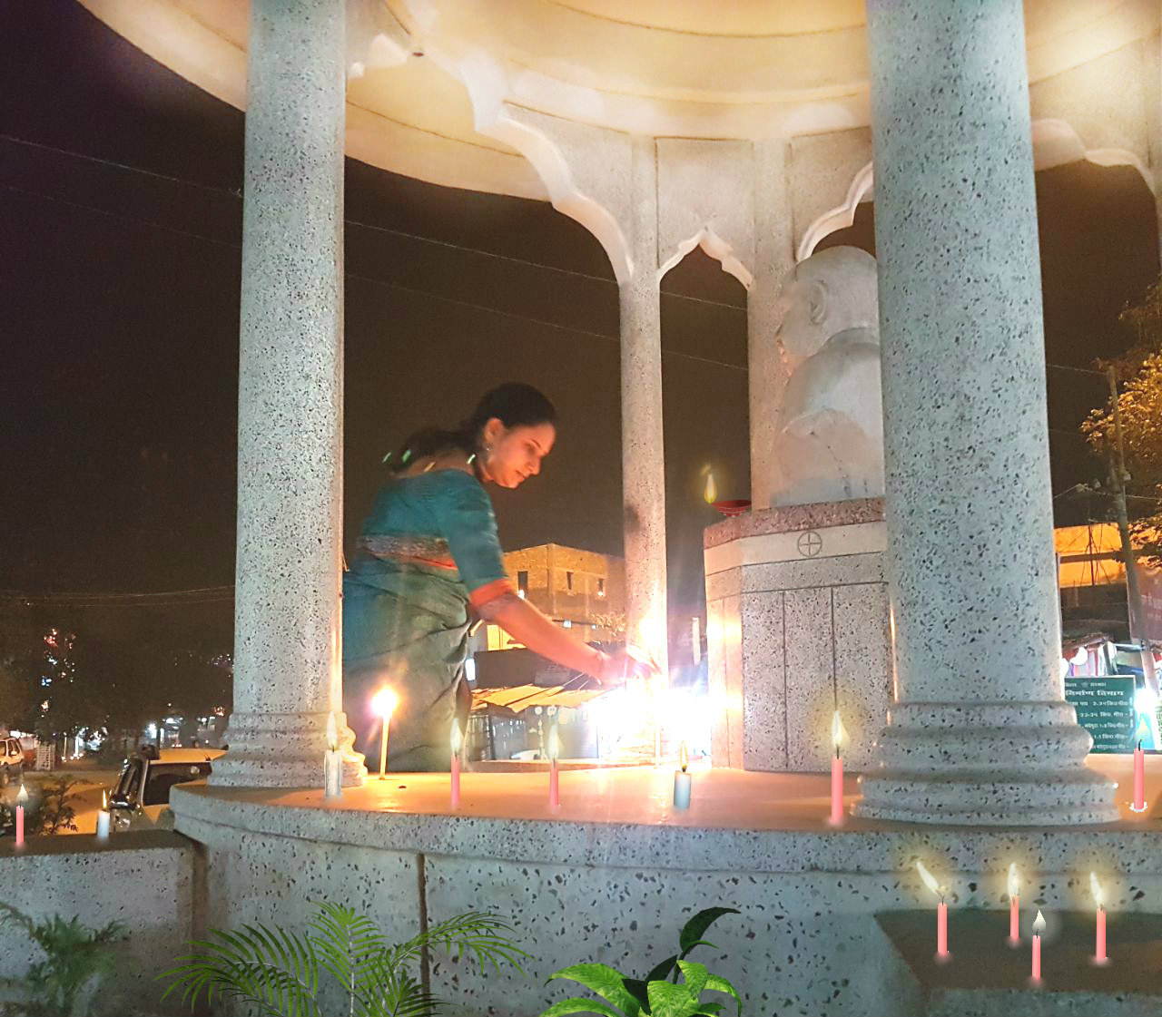 Dr.Rashmi Bharti, daughter of Dr.Madhepuri lighting candles at Bhupendra Narayan Mandal Statue , Bhupendra Chowk, Madhepura during Diwali Celebration.