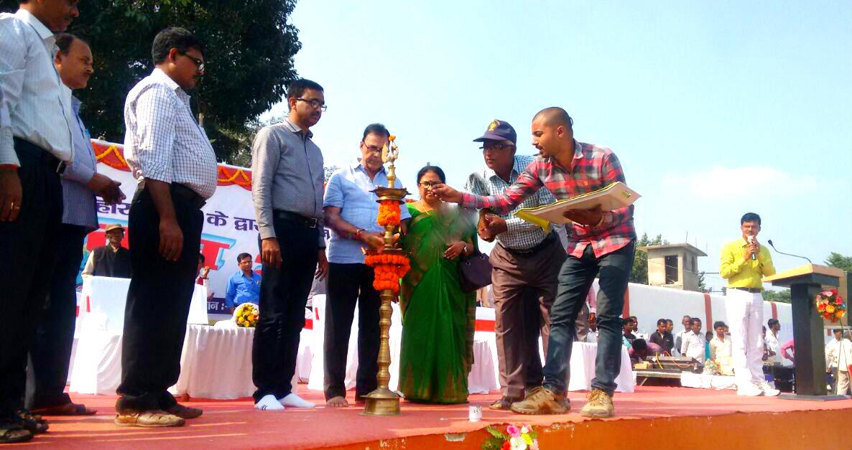 Educationist Dr.Bhupendra Madhepuri along with Md.Sohail (IAS) , Dr.Shanti Yadav and other officers inaugurating Yuva Utsav- 2017 at B.N. Mandal Stadium, Madhepura.