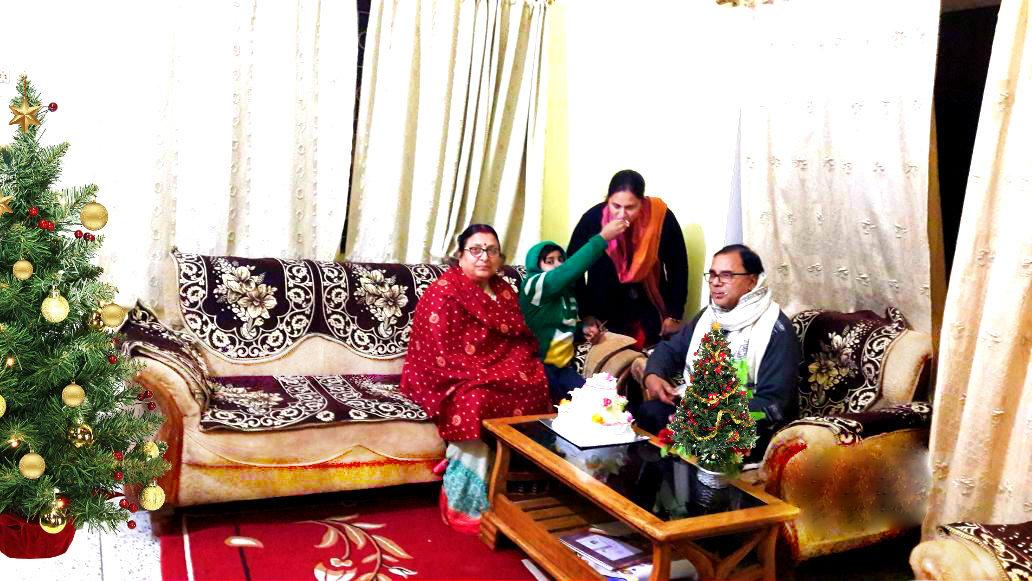 Dr.Madhepuri celebrating Merry Christmas with Wife Renu Choudhary , Daughter Dr.Rashmi Bharti and Grandson Aditya at Vrindavan, Madhepura.