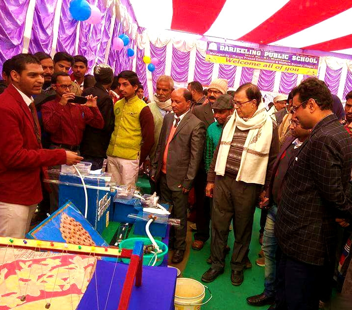 Physics Stalwart Dr.Bhupendra Madhepuri with ADJ Shri Navin Kumar Thakur, MD Kishor Kumar and others being demonstrated 'Iron Free Water Model' by the students at Science & Craft Exibition organised by Darjeeling Public School, Dr.Madhepuri Marg Madhepura.
