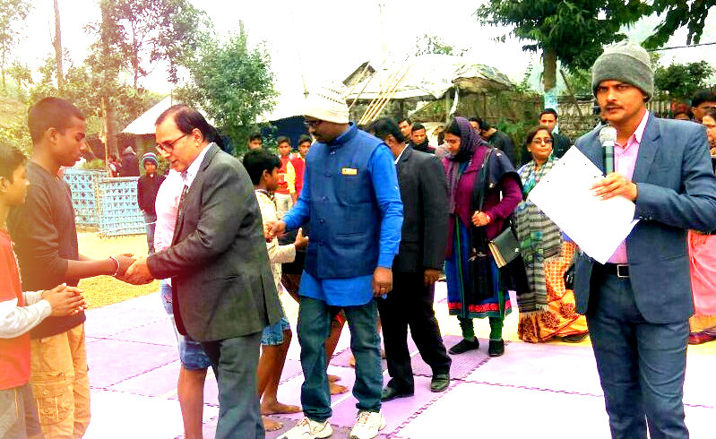 Dr.Madhepuri encouraging participants along with Shri Kishor Kumar , Dr.Vandana Ghosh , Dr.Chandrika Yadav, Shri Arun Kumar and others at Kirti Narayan Mandal Playground Madhepura.