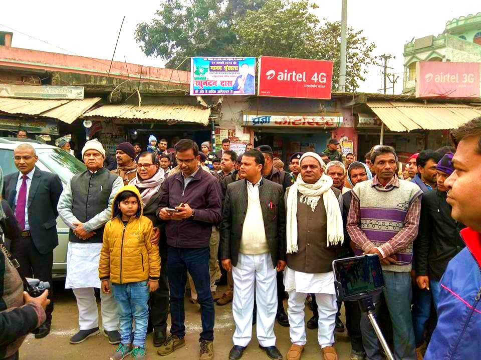 Dr.Madhepuri with his grandson Aditya taking part in Manav Shrinkhala (Human Chain) along with Energy Minister Shri Bijendra Prasad Yadav , Finance Secretary Shri Rahul Kumar Singh (IAS), DM Md.Sohail (IAS) , Zila Parishad Upadhyaksh Shri Raghunandan Das and others at Madhepura.