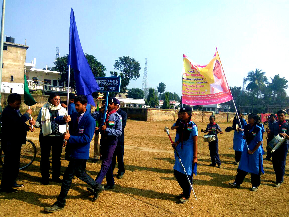 Dr.Madhepuri showing Green Flag to the Scout & Guide personnel on National Voters Day (25th January) at Madhepura.