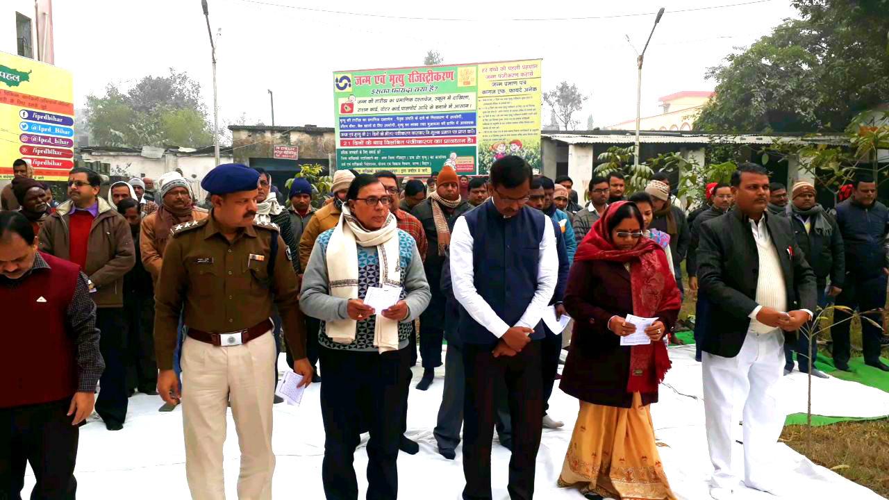 Samajsevi Dr.Bhupendra Madhepuri along with DM Md.Sohail , SP Rahmat Ali , Smt.Manju Devi during Shahid Diwas Silence at Madhepura Samaharnalaya Campus.