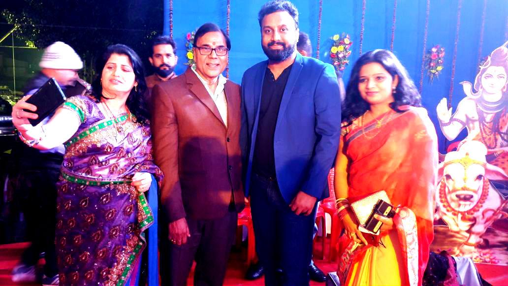 A Groufie with Dr.Madhepuri, Singer Amitabh Narayan and others at Singheshwar Mahotsav 2018.