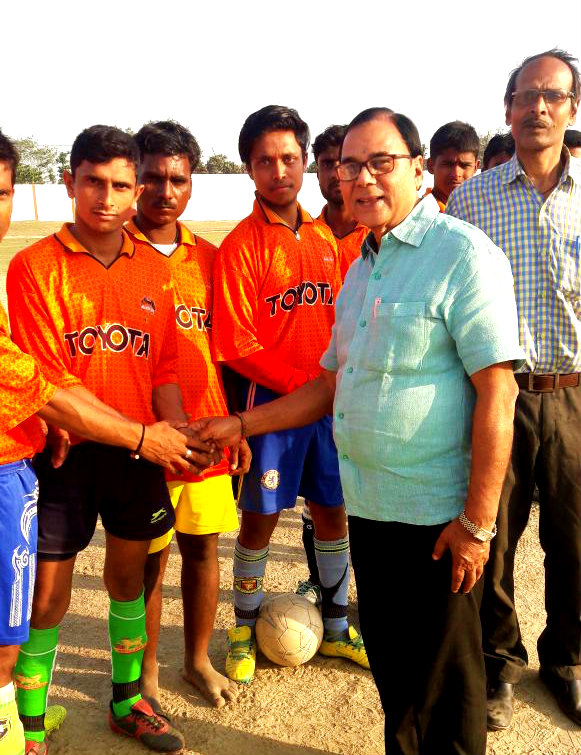 Samajsevi Dr.Bhupendra Madhepuri encouraging football players at BN Mandal Stadium.