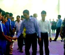 Samajsevi Dr.Madhepuri along with DM Md.Sohail & others shacking hands to Kabaddi Players inside BP Mandal Indoor Stadium Madhepura.