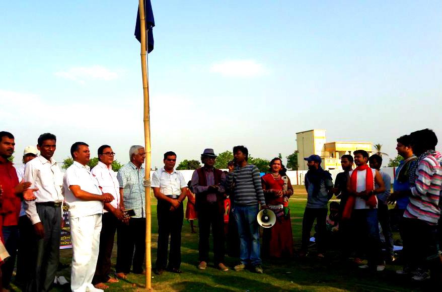 IPTA Patron Dr.Bhupendra Madhepuri along with Prof.S.K.Yadav, Dr.Naresh Kumar, Shri Raghunandan Das (Vice-Chairman of District Board), Neesar Ali, Subhash Chandra & others Iptakarmies of Chhattisgardh in the opening ceremony of 5th National Natya Mahotsava at BN Mandal Stadium Madhepura.