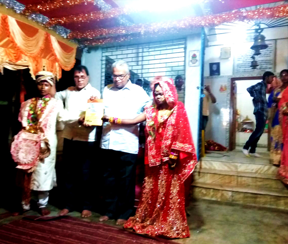 Samajsevi Dr.Bhupendra Madhepuri along with Principal Dr.Shiv Narayan Yadav encouraging the marriage ceremony of Kiran Kumari Sada & Sachin Kumar Sada at Rukma Devi Thakurbari, Sigeon, Madhepura.