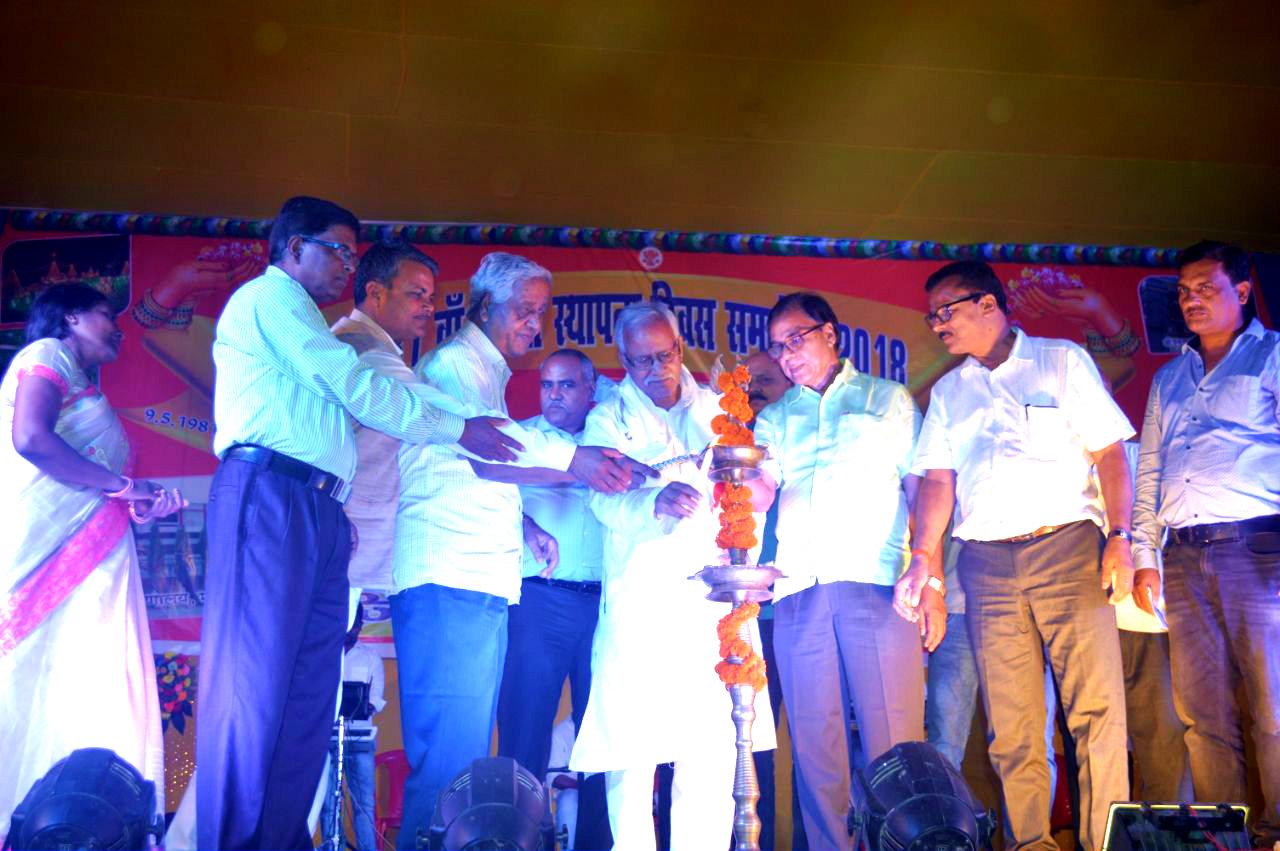 Samajsevi-Sahityakar Dr.Bhupendra Madhepuri along with Honourable Former Law Minister Shri Narendra Narayan Yadav, DDC Shri Mukesh Kumar , DEO Shri Ugresh Prasad Mandal,  Dr.Ravi Ranjan, Prof.S.K.Yadav, Shri Raghunandan Das, S&G Shri J.K.Yadav, Prof.Reeta Kumari & others inaugurating the 37th Anniversary of Zila Asthapna Samaroh at BN Mandal Stadium, Madhepura.