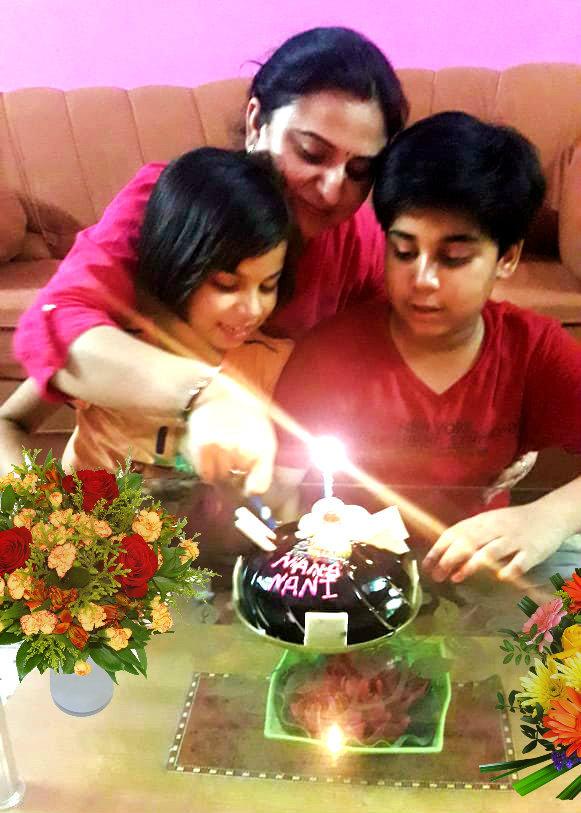 Dr.Madhepuri's Daughter Roopam Deep and Grandchildren Akhay Deep & Aadya Deep celebrating Dr.Madhepuri's Marriage Anniversary at Patna.
