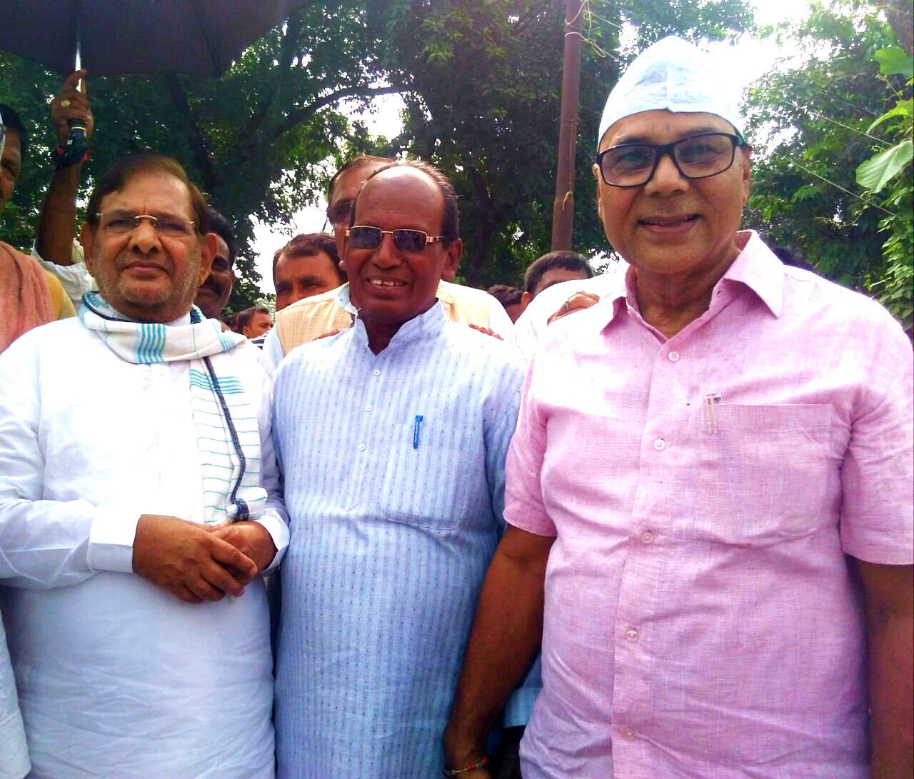 Veteran National Leader of Social Justice Shri Sharad Yadav with Dr.BN Madhepuri , Shri Kamal Das , Shri Vijay Kumar Verma & others just to greet Eid Namazees at Madhepura.
