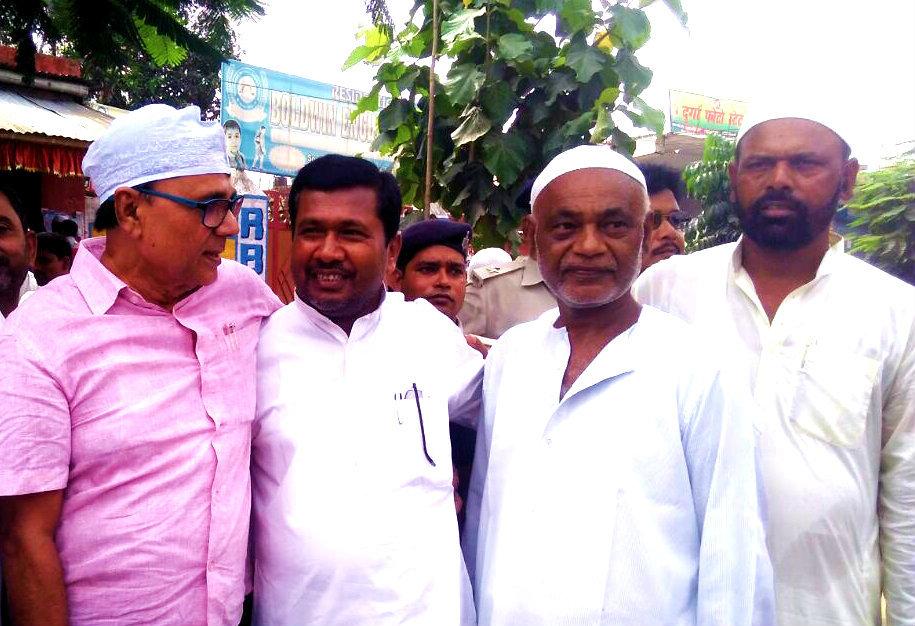 Dr.BN Yadav Madhepuri with Bihar Government Cabinet Minister Dr.Ramesh Rishidev, Ex-Ward Commissioner Shri Dhyani Yadav & others at Eidgaah Madhepura