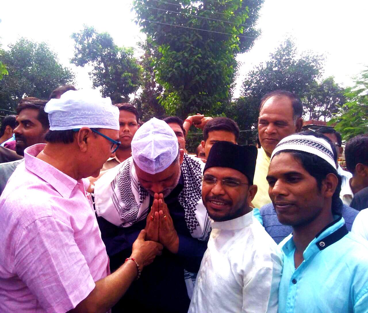 The best Parliamentarian Shri Rajesh Ranjan alias Pappu Yadav welcoming to Dr.Bhupendra Madhepuri on the occasion of Eid-Milan near Eidgah Madhepura.