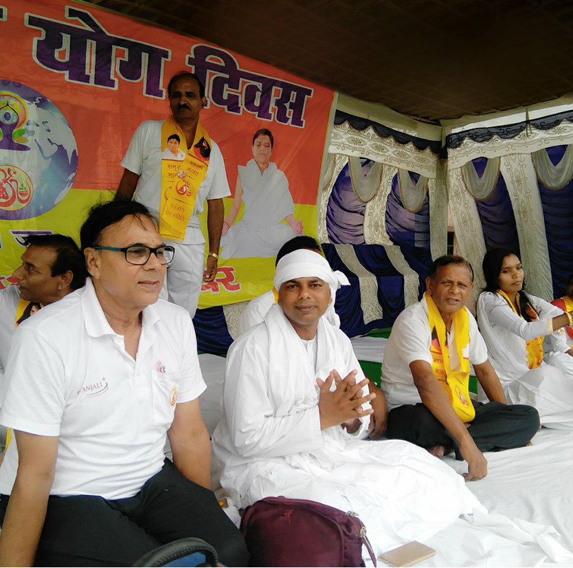 Dr.Bhupendra Madhepuri with Yoga Guru Shri Asang Swaroop, Sanrakshak Shri Suresh Prasad Yadav & others sitting on the Vishwa Yoga Manch.