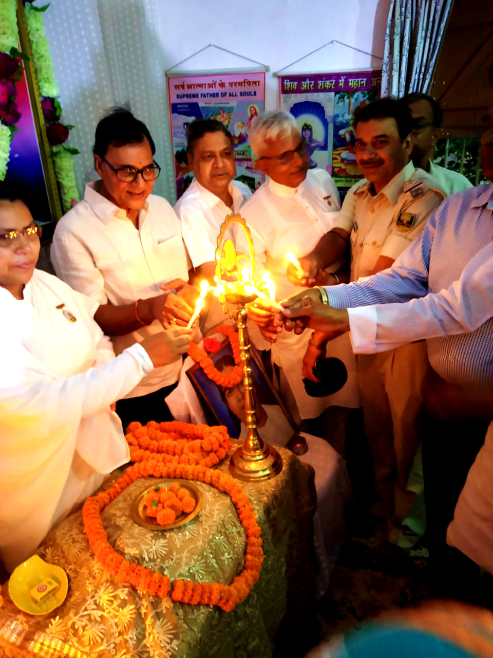 Dr.Madhepuri along with Rajyogini Ranju Didi, Civil Surgeon Dr.Gadadhar Pandey and others inaugurating a function at Prajapita Brahma Kumari Ishwariya Vishwavidyalaya Madhepura.
