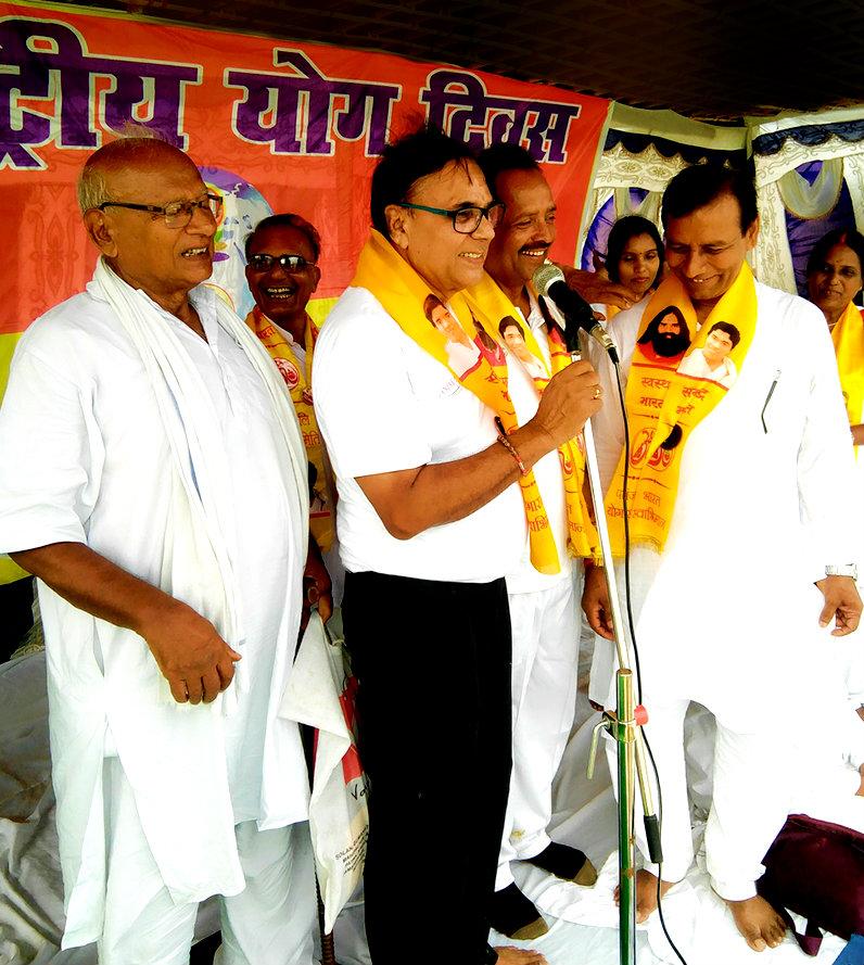 Dr.Madhepuri delivering inaugural speech, beside him Shri J.P.Yadav, Dr.N.K.Nirala, Dr.Deo Prakash, Dr.Nand Kishore, Prof Reeta & others are being seen.