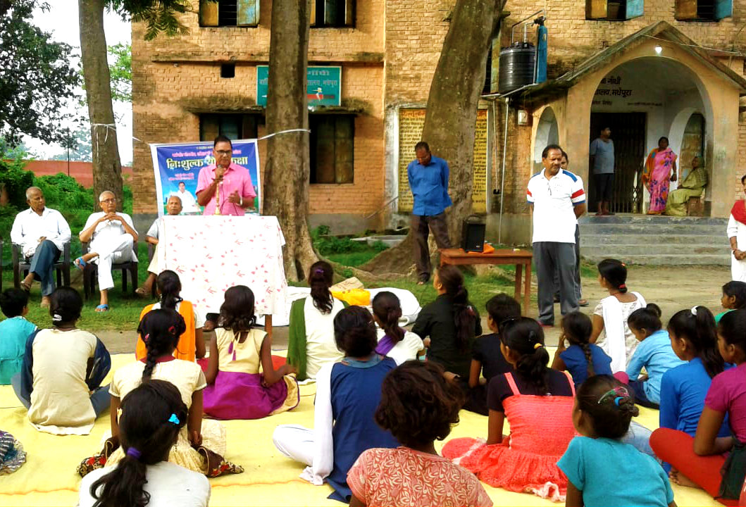 Dr.Bhupendra Madhepuri popularly known as Bhisma Pitamah of Madhepura addressing the girl students of Kasturba Residential School after the inauguration of Yoga-Kaksha at old Practising School Campus, Madhepura.