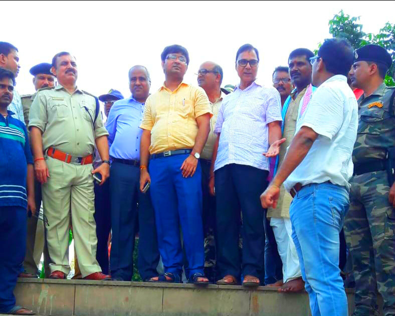 Member Singheshwar Mandir Trust Dr.Bhupendra Madhepuri along with DM Shri Navdeep Shukla, SP Shri Sanjay Kumar, DDC Shri Mukesh Kumar, SDM Shri Vrindalal, SDPO Shri Wasi Ahmad, CO Shri K.K Singh, BDO Shri Ajit Kumar and others watching and discussing to develop & decorate Shiv Ganga during Shravani Mela at Singheshwar .