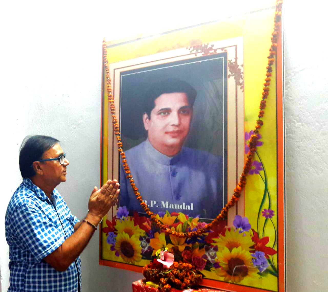 Dr.Madhepuri paying homage to the Great Social Engineer B.P.Mandal on the occasion of Birth  Centenary function .