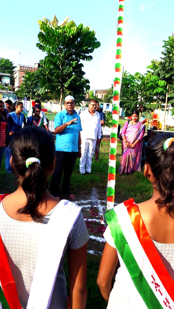 Dr.Madhepuri addressing the children on the occasion of the 72nd Independence Day Flag Hoisting Ceremony at Dr.Kalam Park, Madhepura.