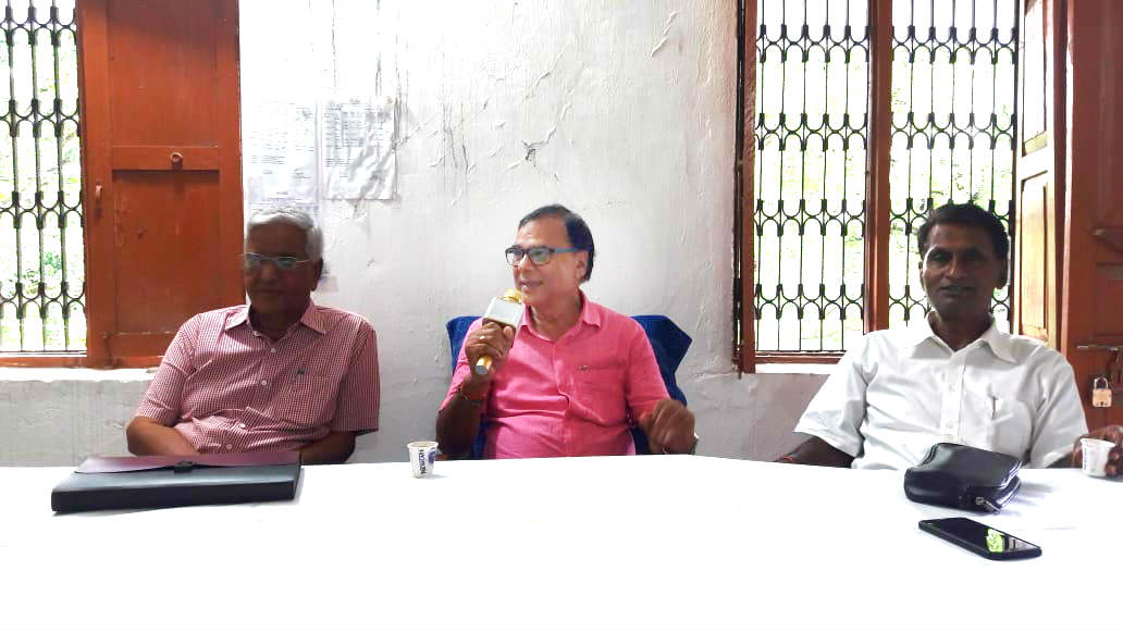 Dr.Bhupendra Madhepuri addressing the meeting regarding B.P.Mandal Birth Centenary Samaroh at Remedial Coaching Center of B.N.Mandal University along with Prof.Shyamal Kishor Yadav & Dr.Amol Ray and others.