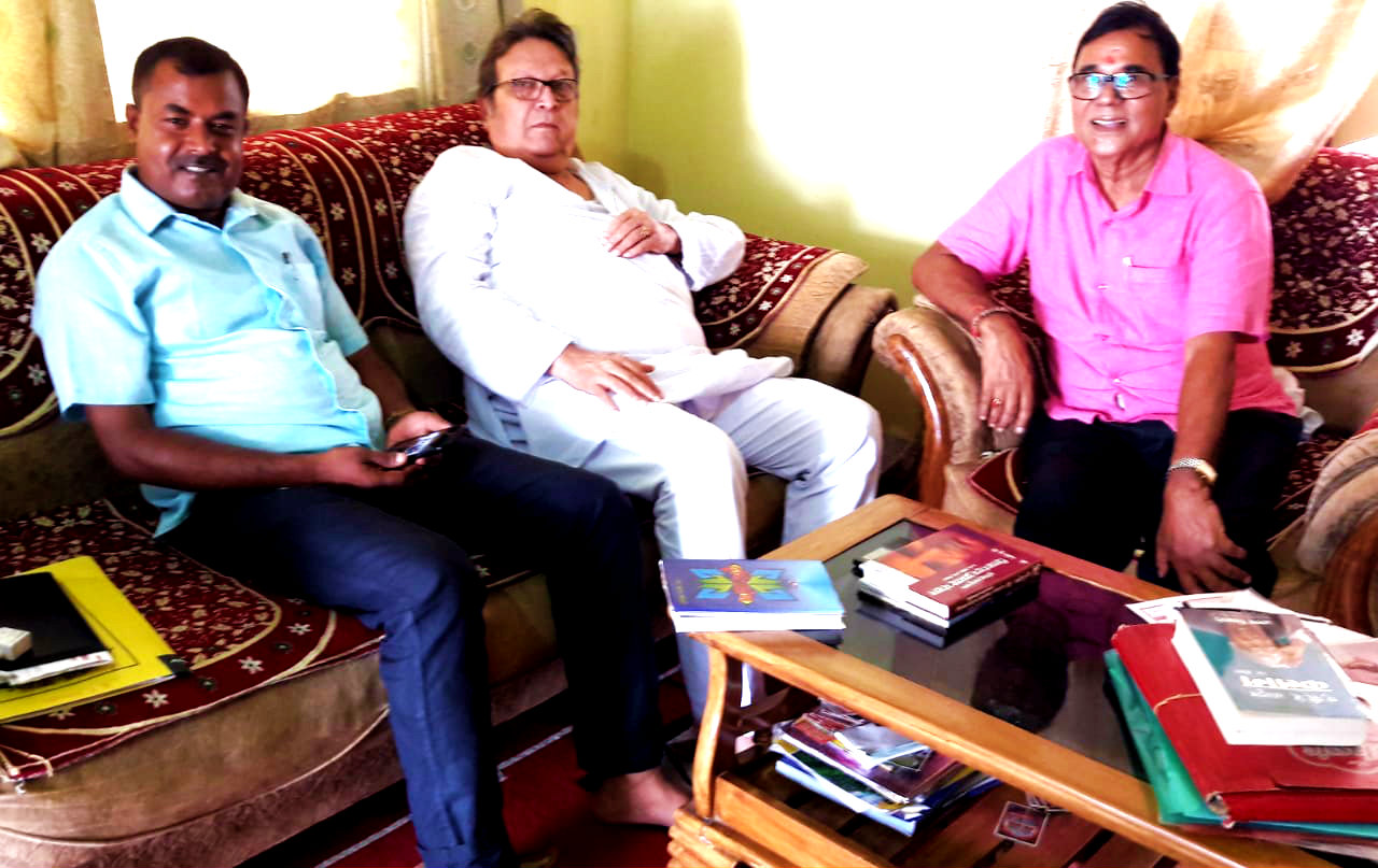 Dr.Bhupendra Madhepuri, Shri Manindra Kumar Mandal alias Ohm Babu (Ex-MLA) and Shri Lalit Kumar Singh (LRDC, Uda Kisunganj) discussing about greatmen like Dr.A.P.J.Abdul Kalam, B.P. Mandal & others at his residence Vrindavan, Madhepura.