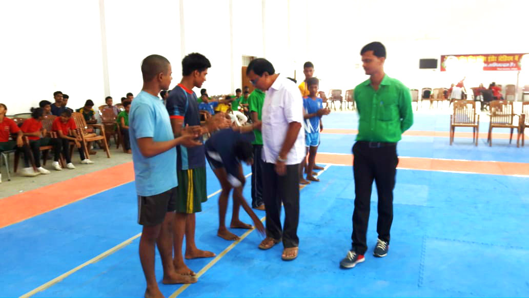 Dr.Bhupendra Madhepuri along with Arun Kumar getting aquaintance with the Kabaddi players at B.P. Mandal Indoor Stadium.