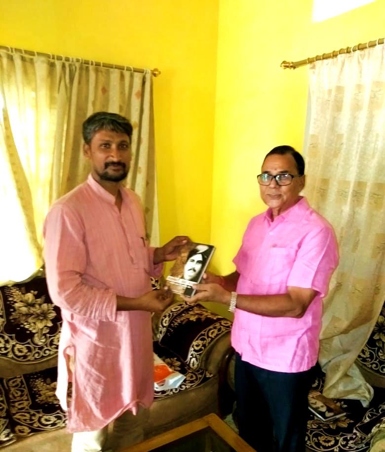 Sahityakar Prof(Dr.) B.N.Yadav Madhepuri presenting his newly published book -