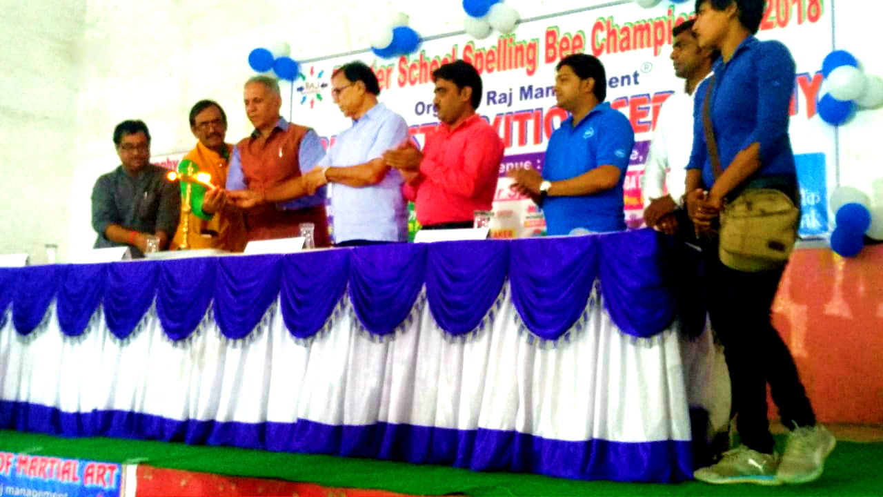 Sanrakshak Prof.(Dr.) Bhupendra Madhepuri , Vice-Chancellor Prof(Dr.) Awadh Kishor Roy, Pro-VC Dr.Farooque Ali, Principal Dr.K.P.Yadav, PRO Dr.Sudhanshu Shekhar & others inaugurating Inter School 5th Spelling Bee Championship-2018 at T.P. College Subhabhawan , Madhepura.