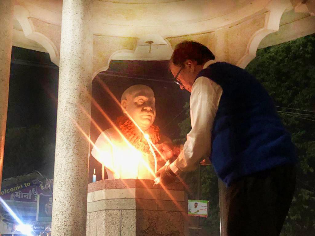 Dr.Madhepuri , a disciplined associate of Samajwadi Manishi B.N.Mandal , raising Deep & Candles at The Smarak, BN Mandal chowk Madhepura.