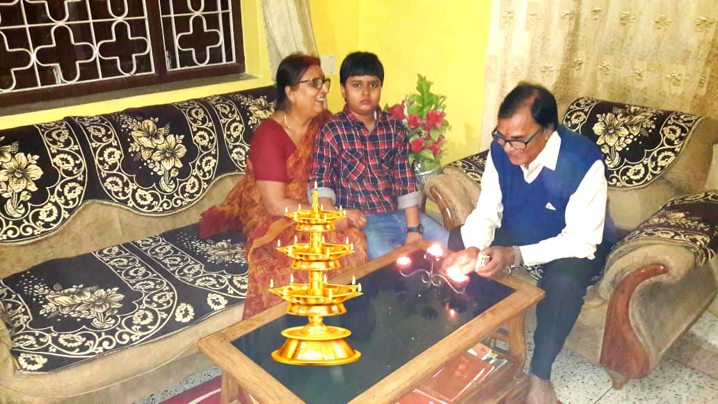 Dr.Madhepuri along with his spouse Smt.Renu Choudhary & grandson Aditya celebrating Diwali at Vrindavan , Madhepura.
